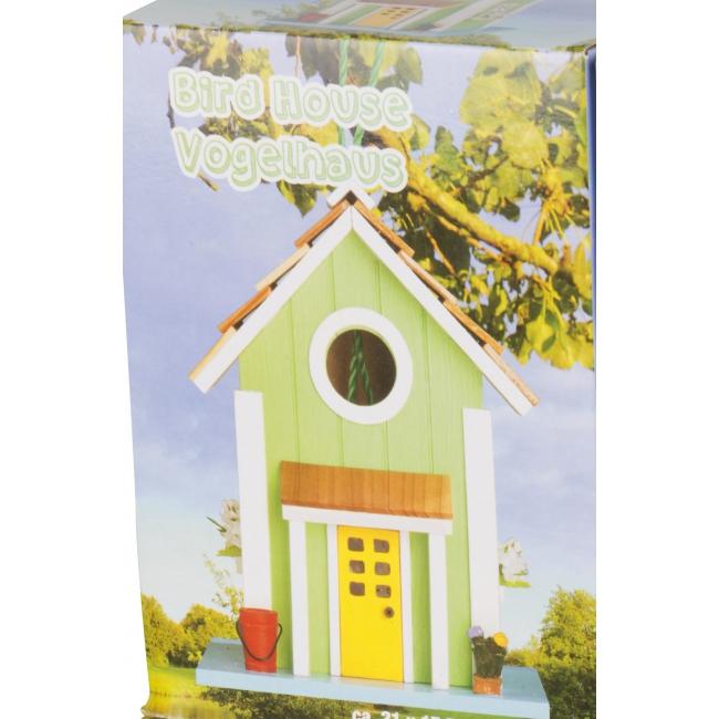 Groene vogelhuisjes van hout